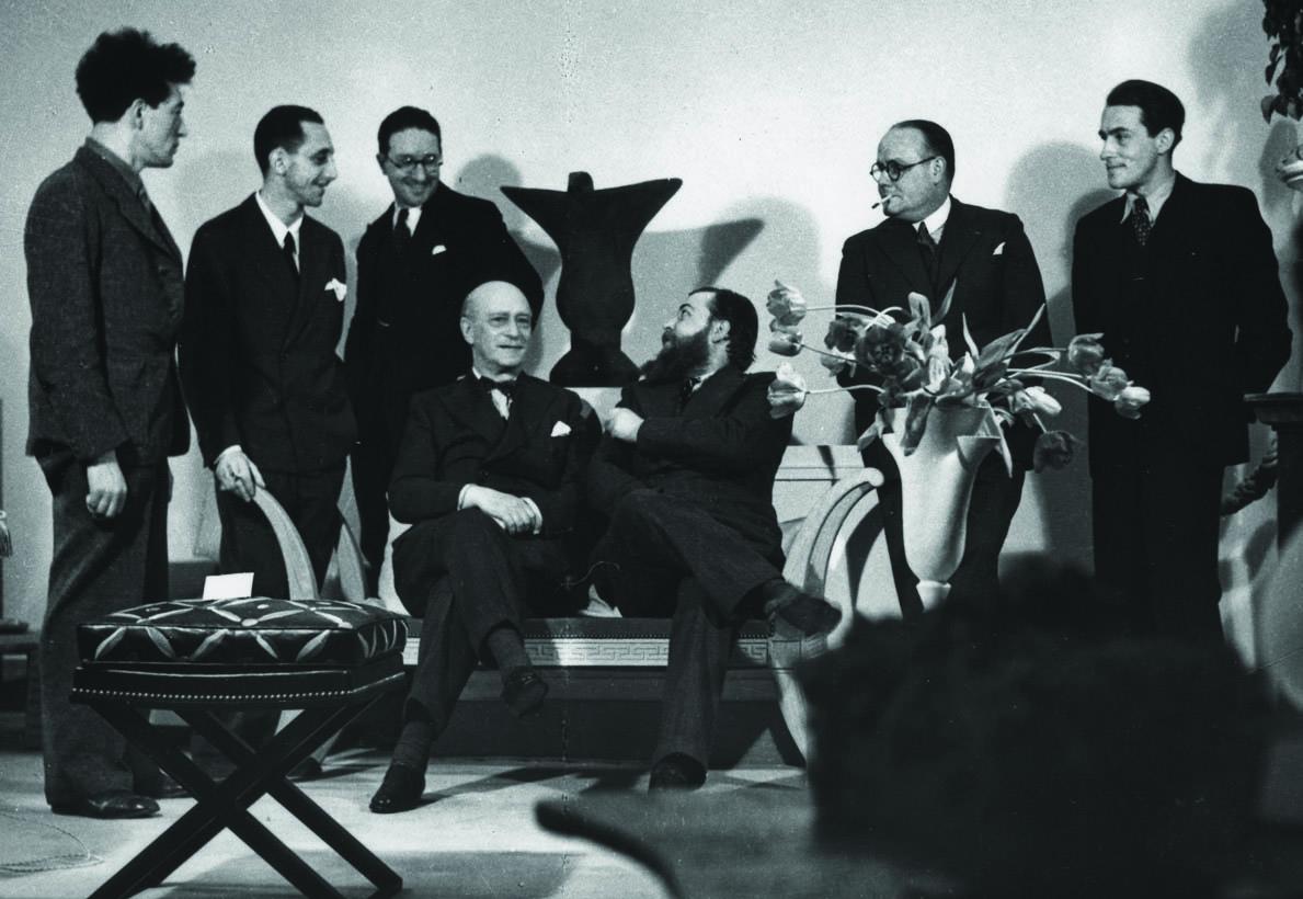 4 Rodocanachi seduto e altri